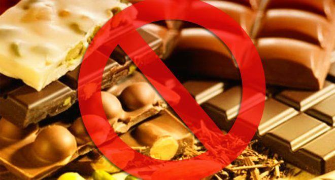 Исключить шоколад из рациона питания