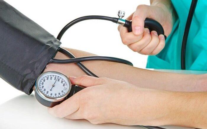 Колебания артериального давления выше и ниже нормы